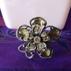 Stretch flower ring